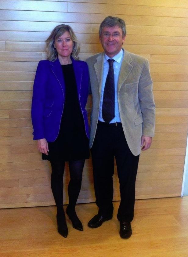 El Dr. Francisco Carmona con Belén Pajares en el Ayuntamiento de Barcelona